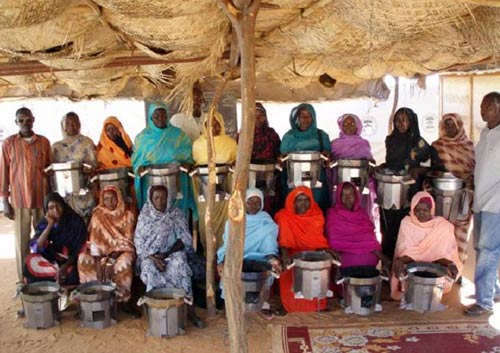 Displaced people in Darfur with their Darfur stoves