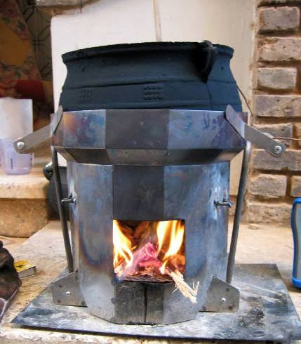 Darfur stove encloses the flames